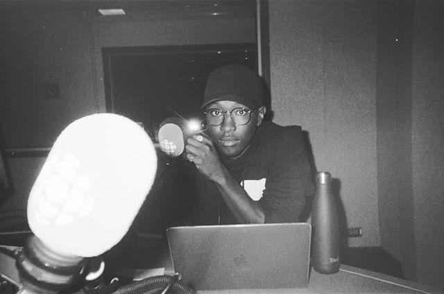 La radio. 🖤 •⠀⠀⠀⠀⠀⠀⠀⠀⠀ •⠀⠀⠀⠀⠀⠀⠀⠀⠀ •⠀⠀⠀⠀⠀⠀⠀⠀⠀ 📸 @jpbarilguerard