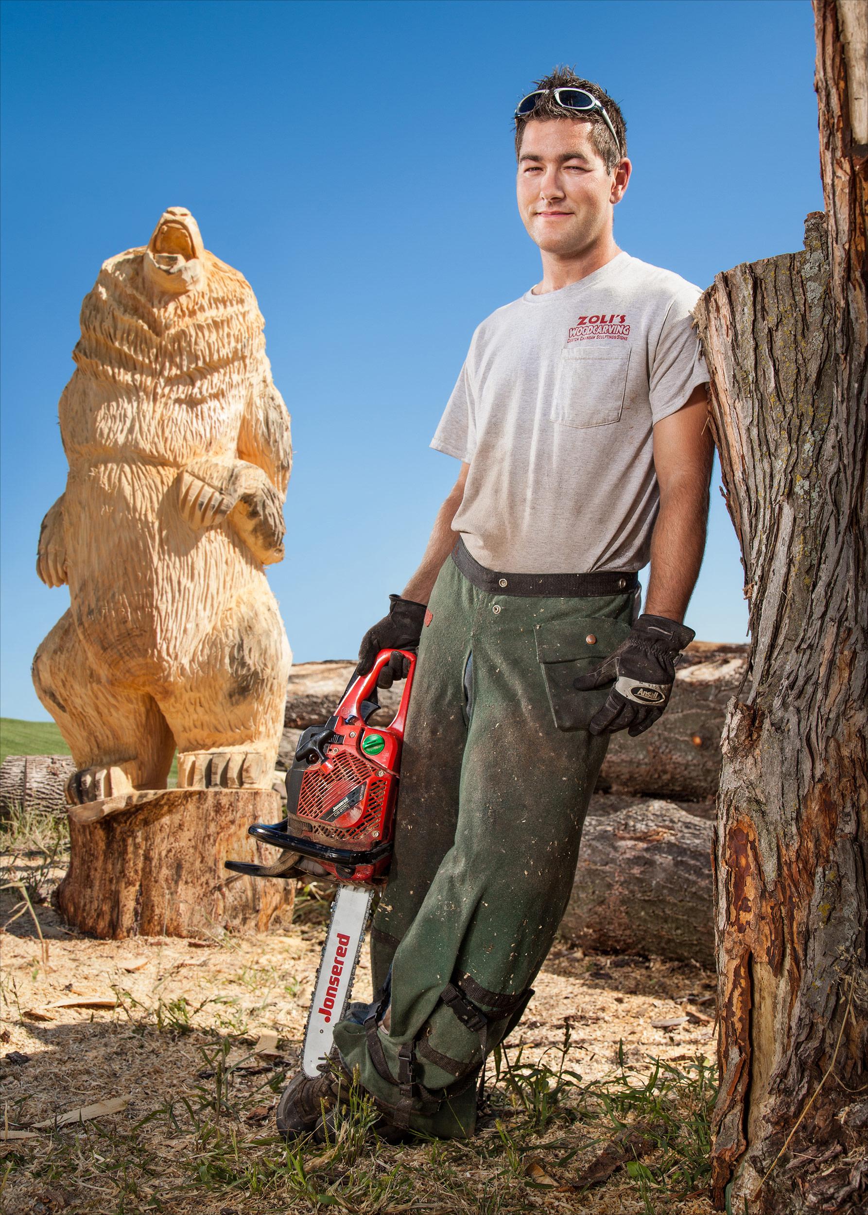 Zoli Akacsos, chainsaw sculptor