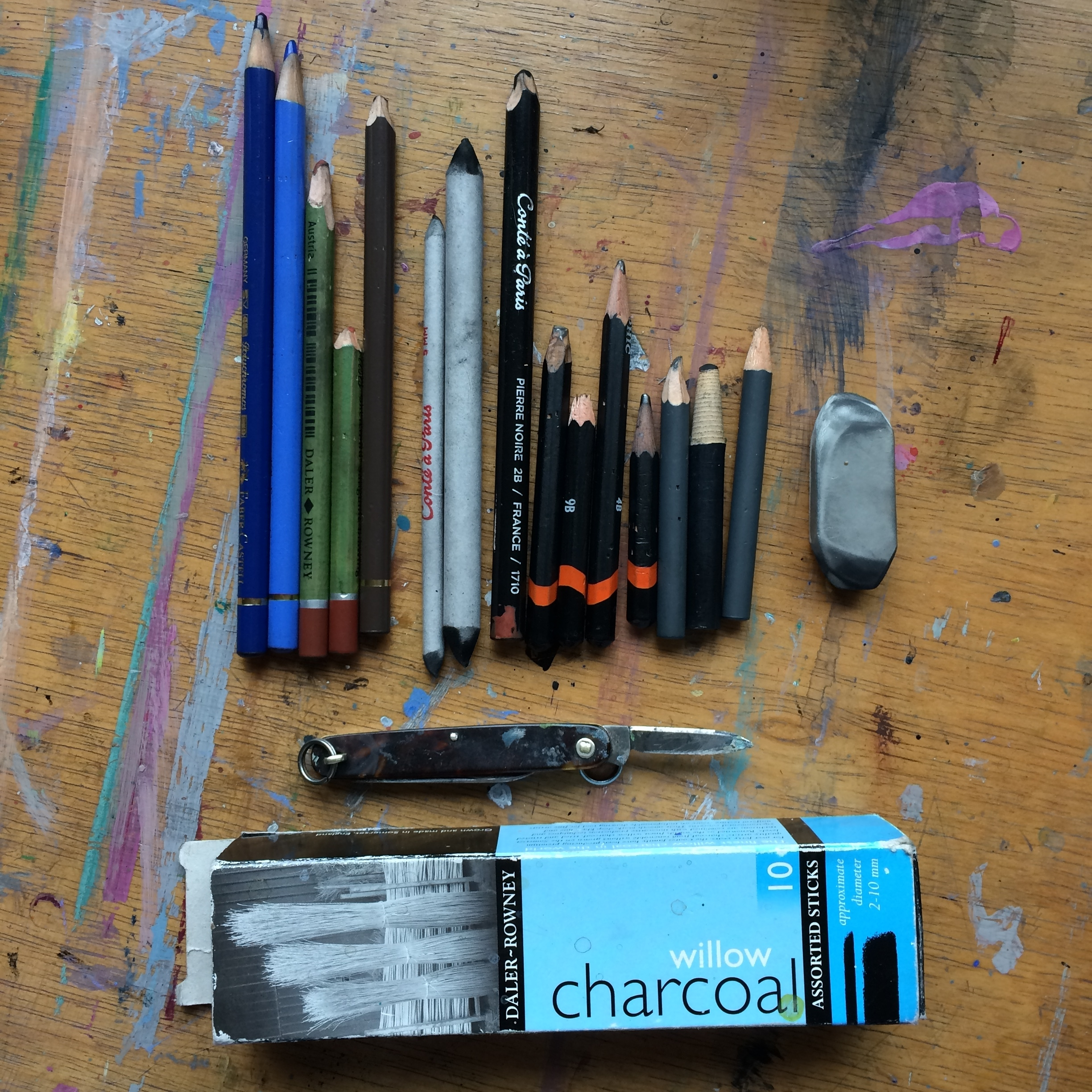 My usual drawing kit, from left to right: Polychromos coloured pencils, Daler Rowney pastel drawing pencils, Conte a Paris smudging sticks, Conte a Paris Pierre noire pencils, random selection of every worn out dark pencils (4B - 9B, usually nothing lighter), charcoal pencil, eraser. Charcoal. A knife for sharpening.