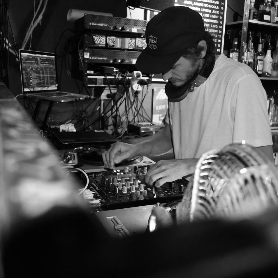 Frankee More - DJ/PRODUCER