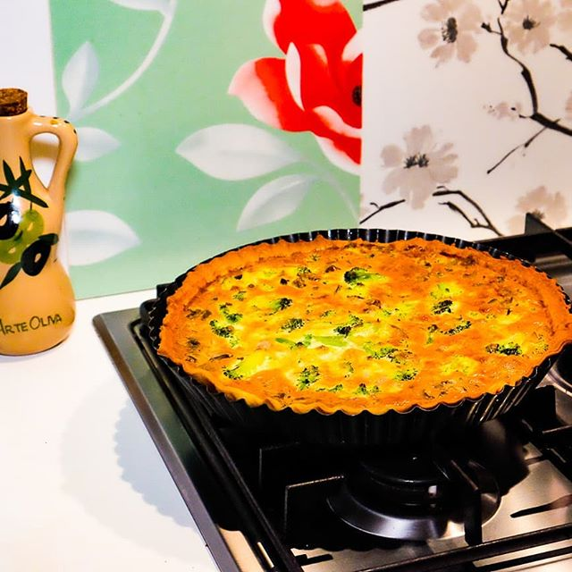 It's not something we make too often but perhaps we should reconsider. The simple, but delicious broccoli and mushroom quiche. #simplefood #mangiareinpuglia #pugliadavedere #eatwithitaly #eatwith #lecce #weareinpuglia #insta_salento #salentogustolecce #pugliaview #salento