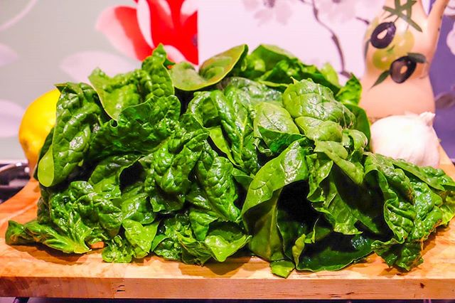 Local spinach ready for a quick saute. Simply simple. #simplefood #eatwith #eatwithitaly #pugliadavedere #weareinpuglia #mangiareinpuglia #pugliaview #insta_salento #farmersmarket #verdure #lecce #salentogustolecce #salento