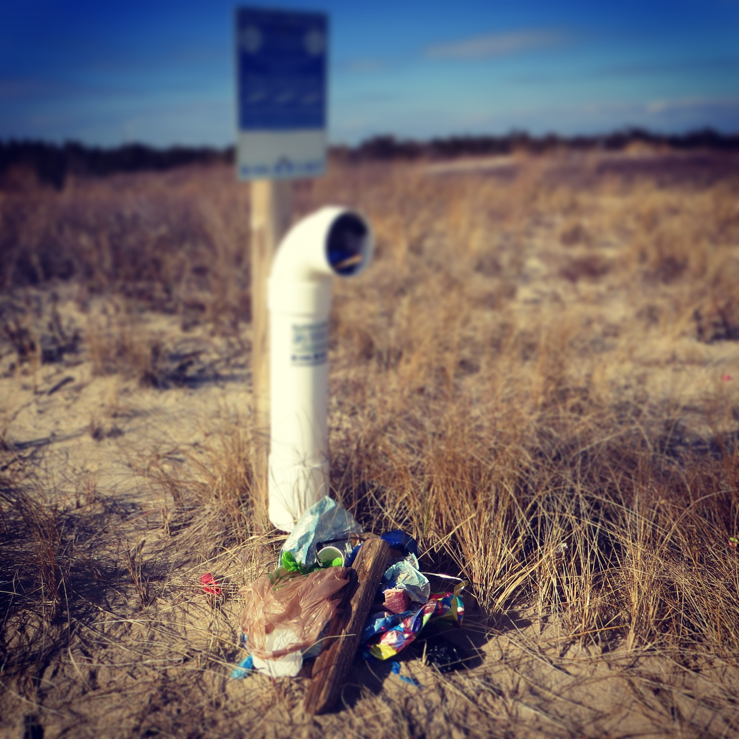 Please do not leave trash near a fishing line recycle bin! - Keep our beaches clean for all species to enjoy!