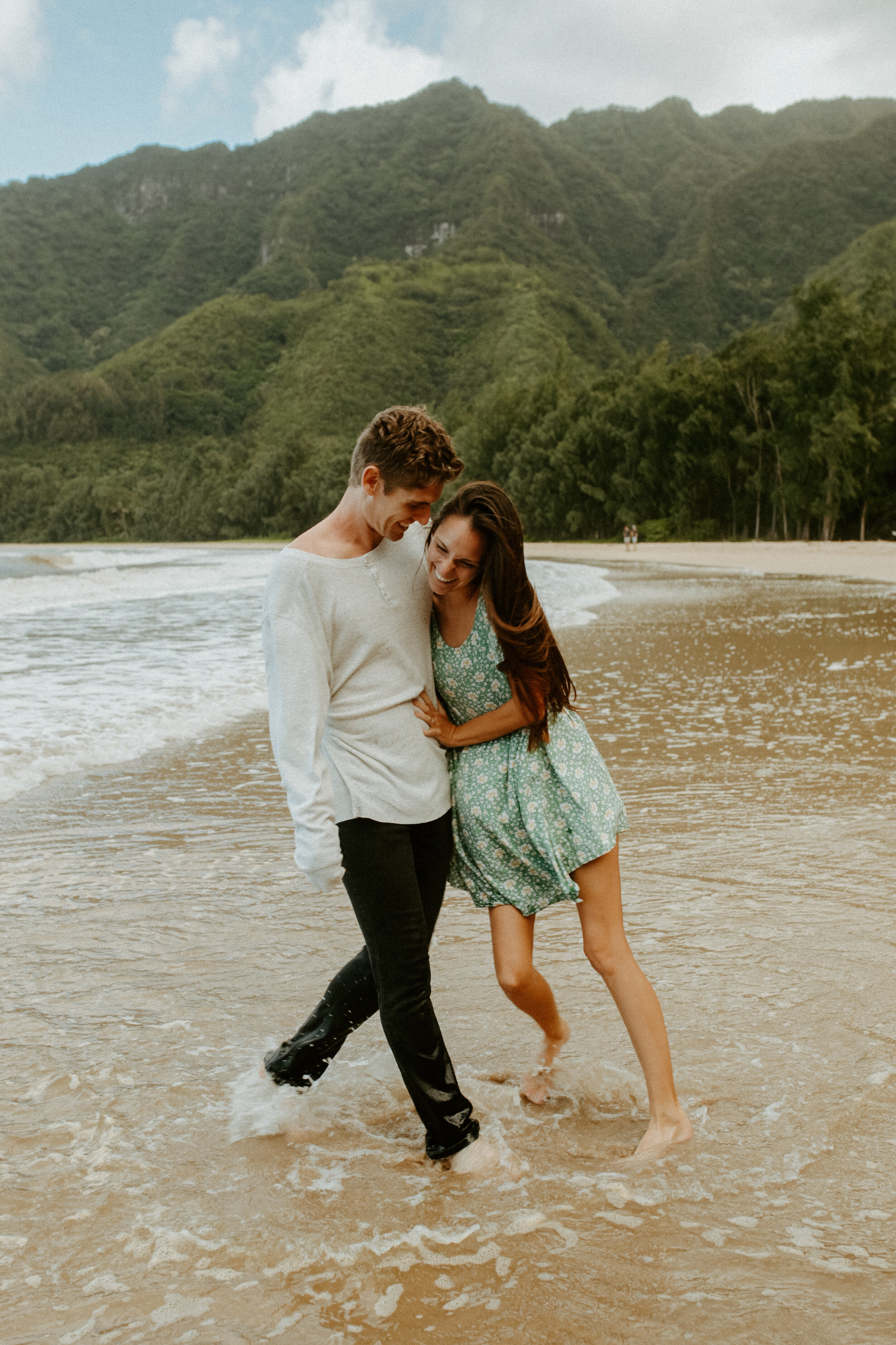 kauai couple beach babes