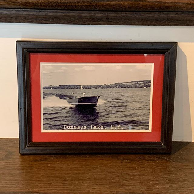 It's crunch time! Now through Saturday, receive a framed Conesus Lake postcard reproduction free with the purchase of $100 or more gift certificate.  We're open until 5 today, so come on in! 🎁🎄🖼🖼🖼 #framing #conesuslake #custompictureframing #geneseo #geneseony #smallbusiness #littlelakesframing