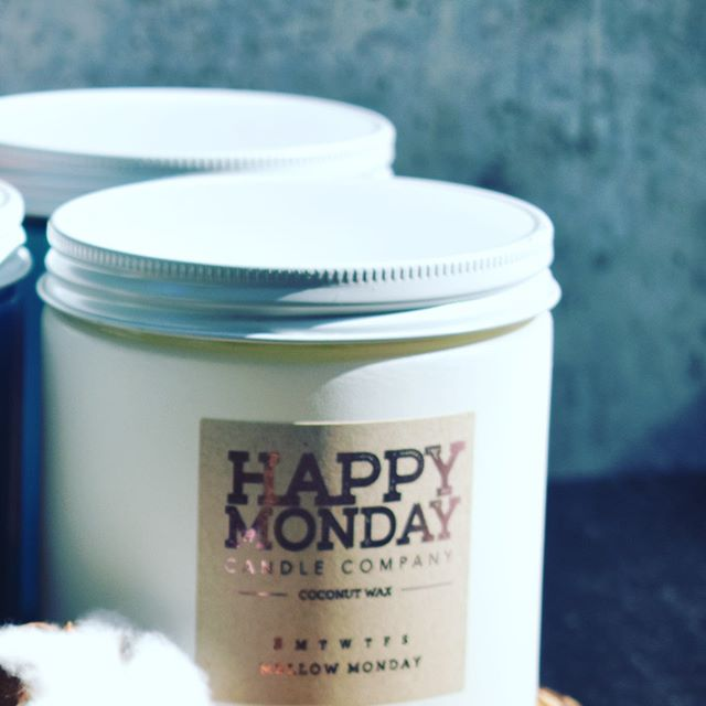 • Everyone's favorite candle company! 🤗• #happymondaycandleco #candles #coconutwax #doublewickcandle #comingsoon #buyingblack #supportsmallbusiness
