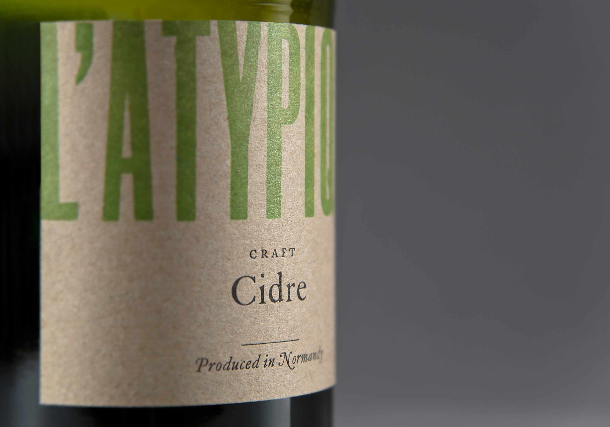 CounterStudio_LAtypique_Cidre_label_close_angle.jpg