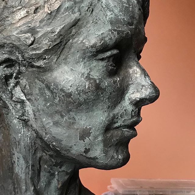 Portrait cast in bonded bronze. Still playing around with the patina.  #claysculpture #portraitsculpture #coldcast #contemporarysculpture #contemporaryart #kristinakossi #aslnyc #portraitart #figurativesculpture #design