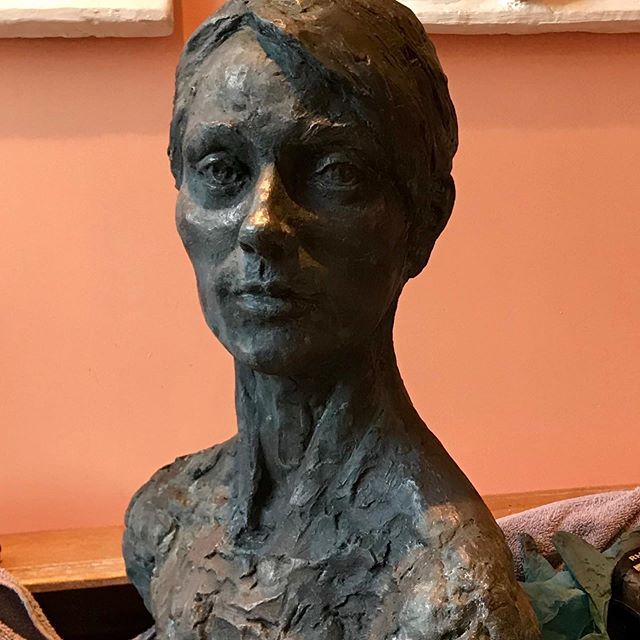 Different angles. Different light. Getting the patina to where I like it.  #portrait #contemporarysculpture #contemporaryart #coldcastsculpture #bondedbronzesculpture #classicalsculpture #claysculpture #kristinakossi