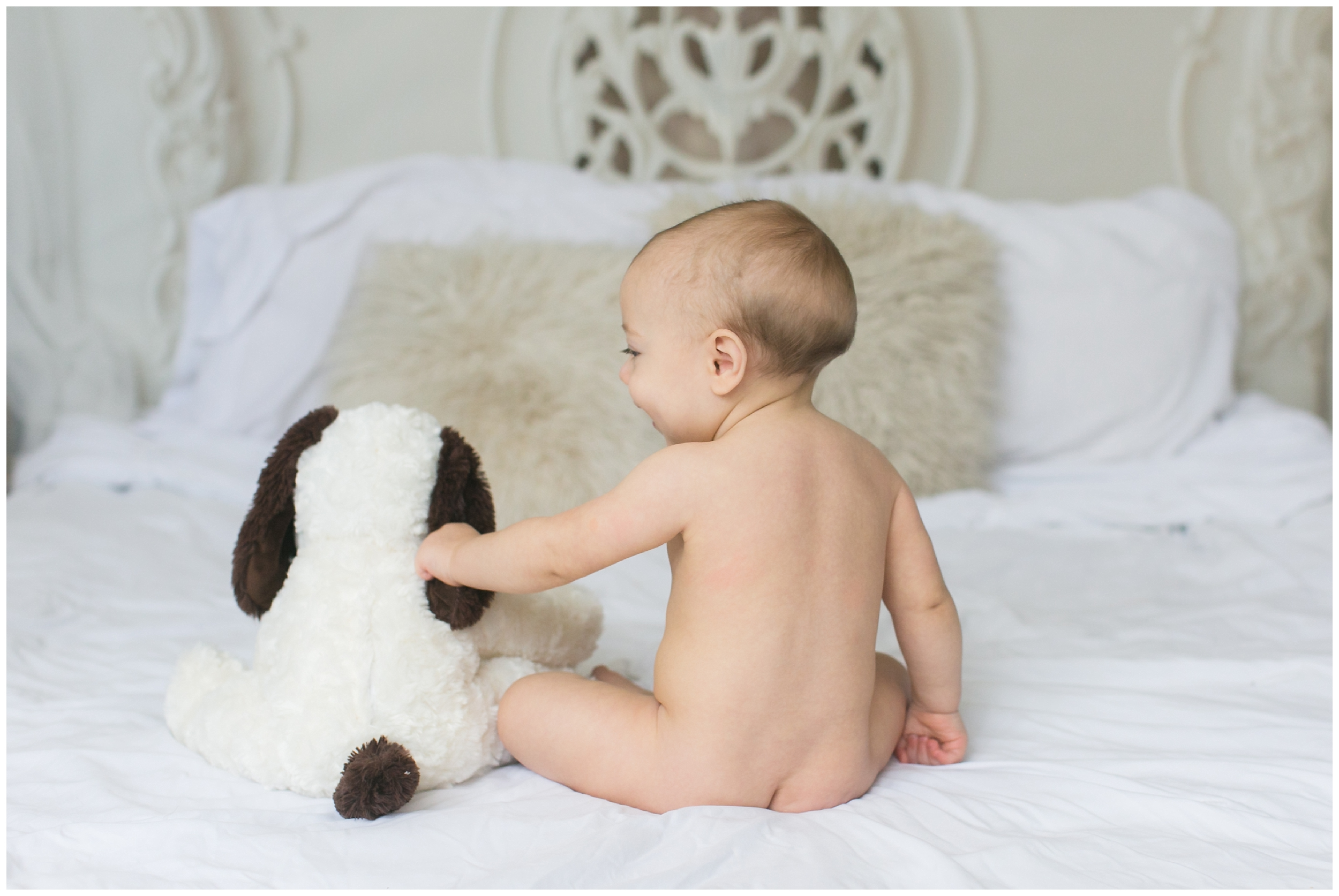 8-month-sitting-boy-stuffed-animal-portrait-session-carrie-vines