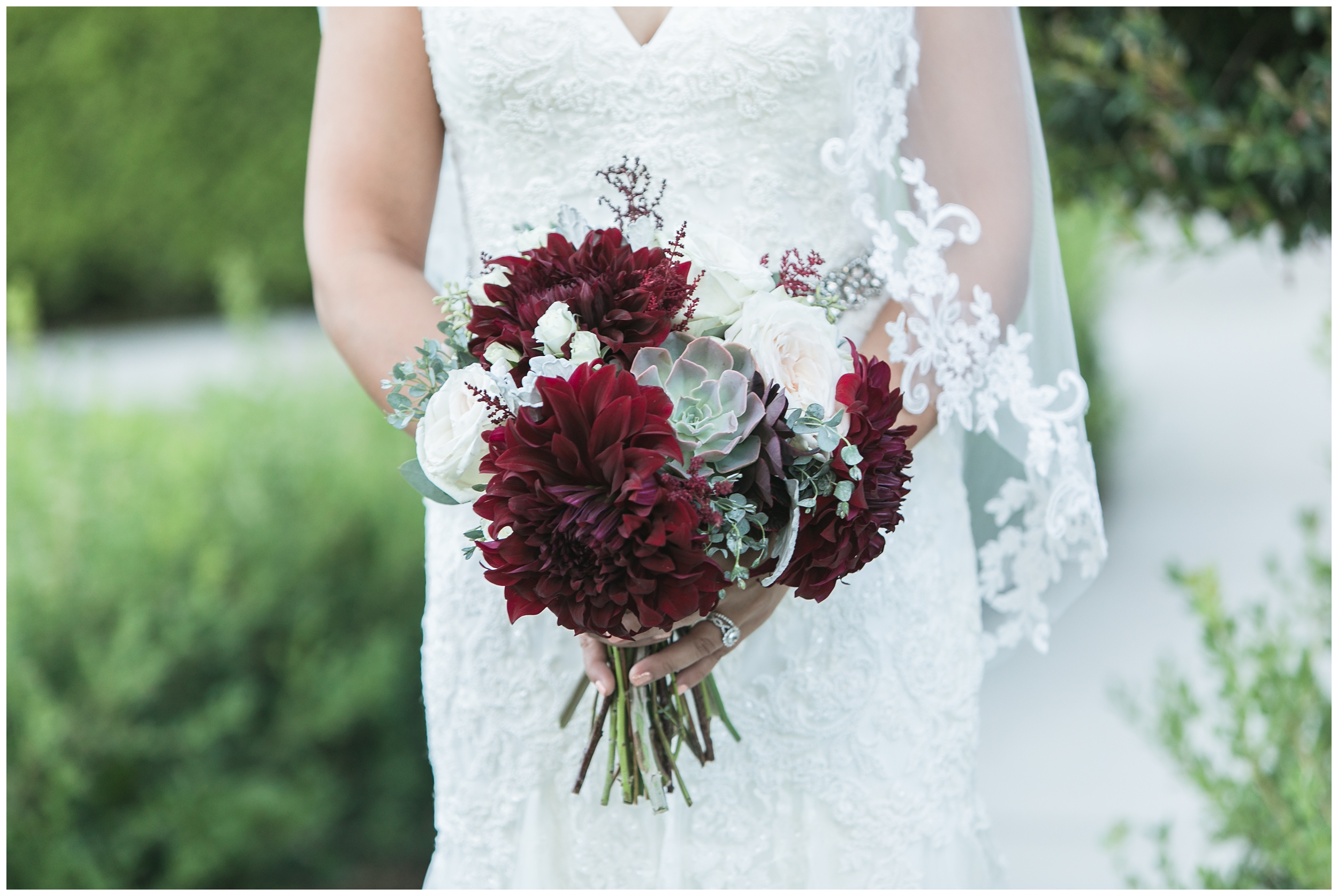 christmas house wedding bride and groom portraits burgandy flowers carrie vines