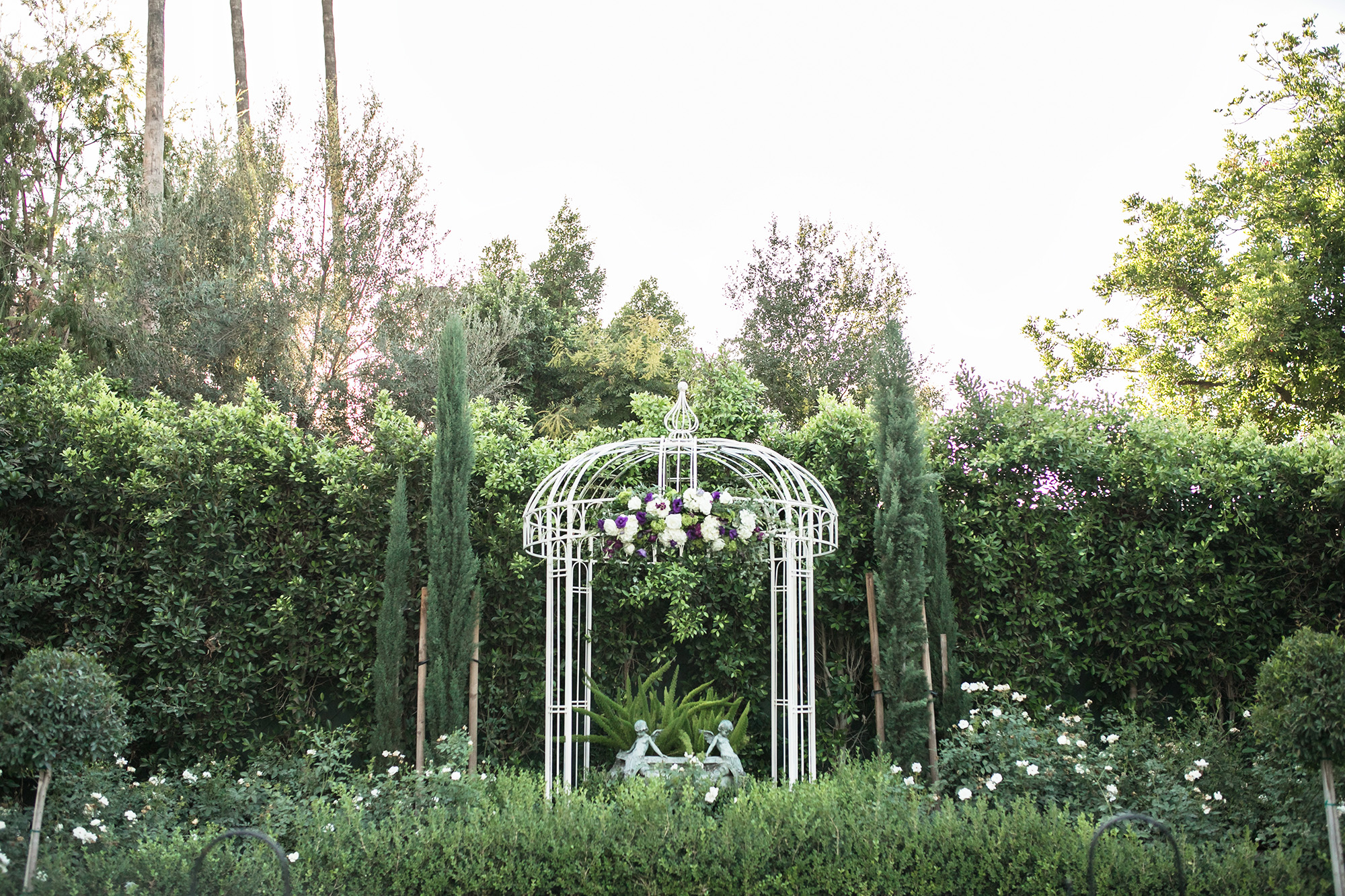 christmas house inn and gardens wedding carrie vines photography white garden ceremony decor