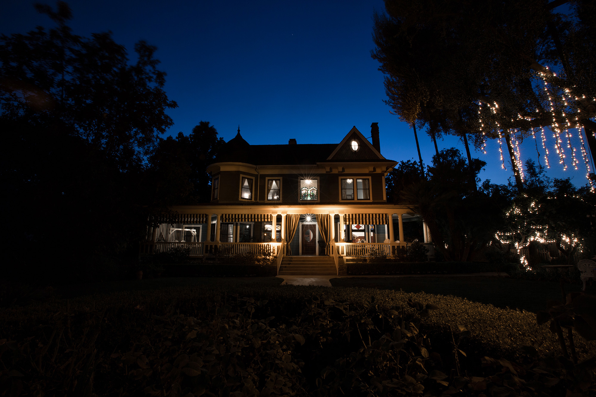 christmas-house-weddings-receptions-carrie-vines-004.jpg