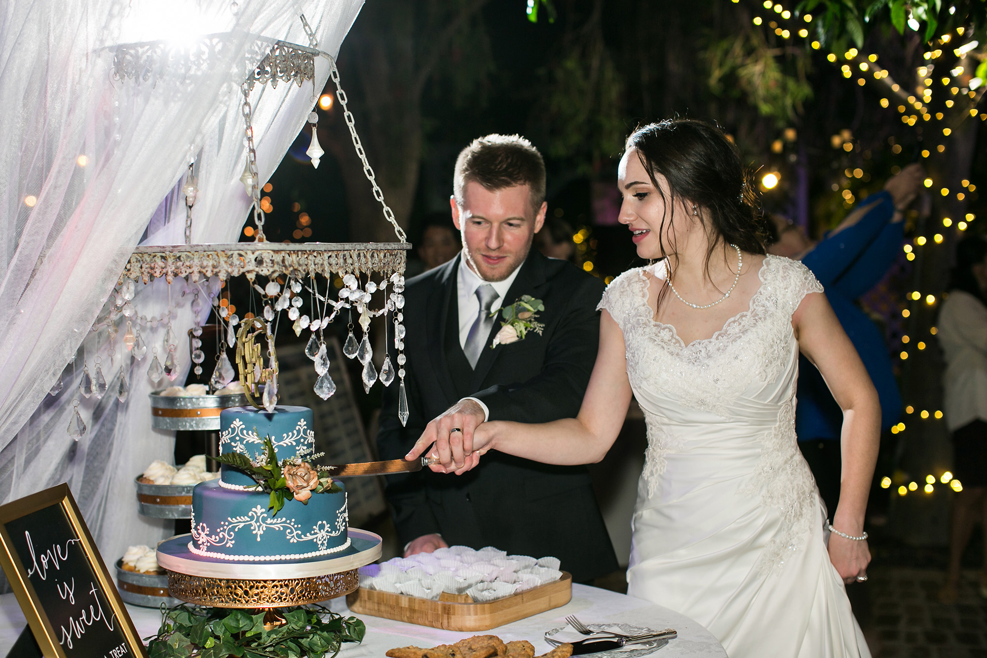 adventure-themed-Christmas-House-wedding-carrie-vines-211.jpg