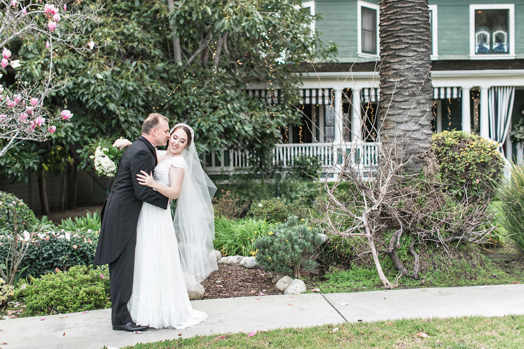 Rachel and Dan's vintage inspired wedding at the christmas House carrie vines photography