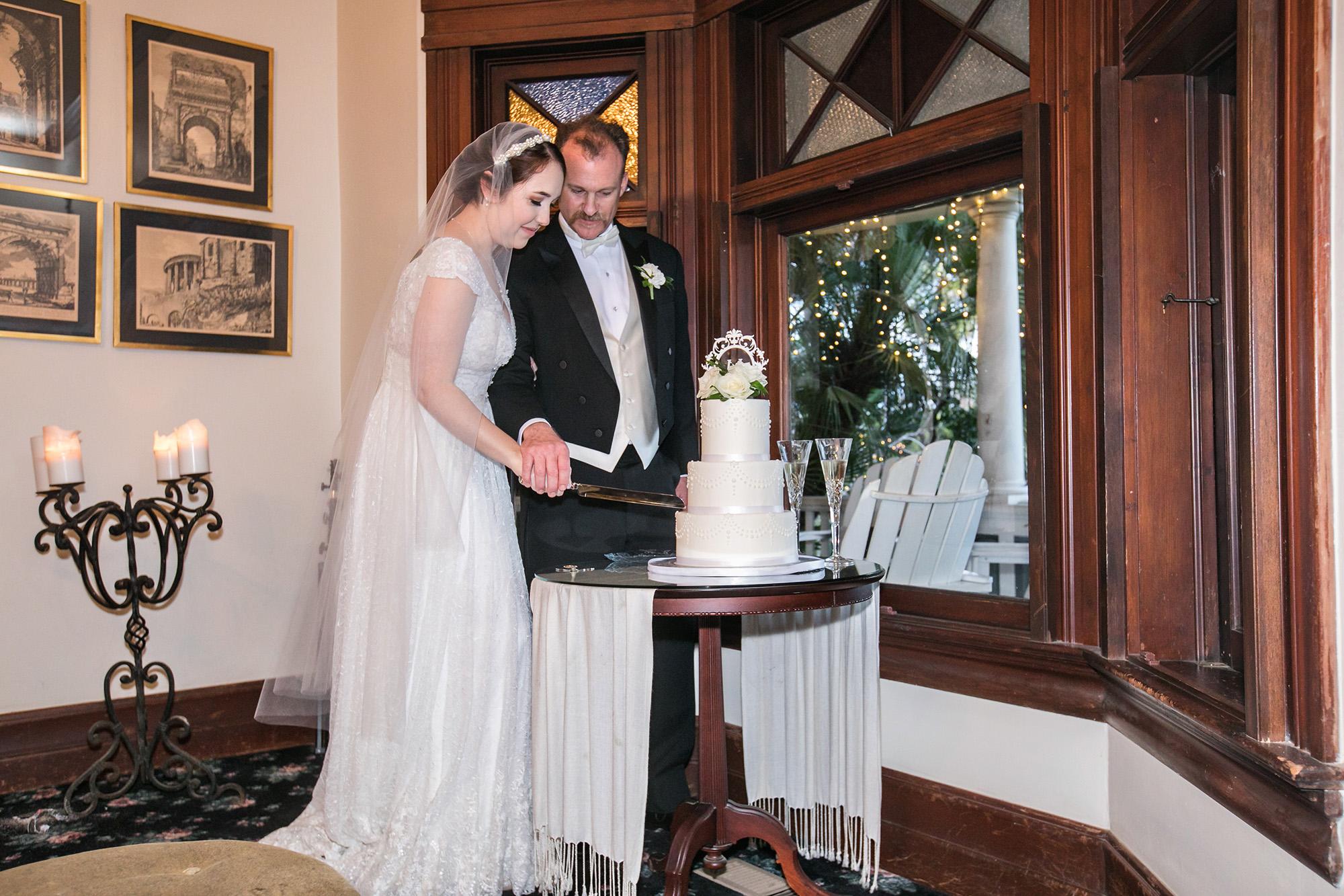 vintage-inspired-christmas-house-wedding-carrie-vines-087.jpg