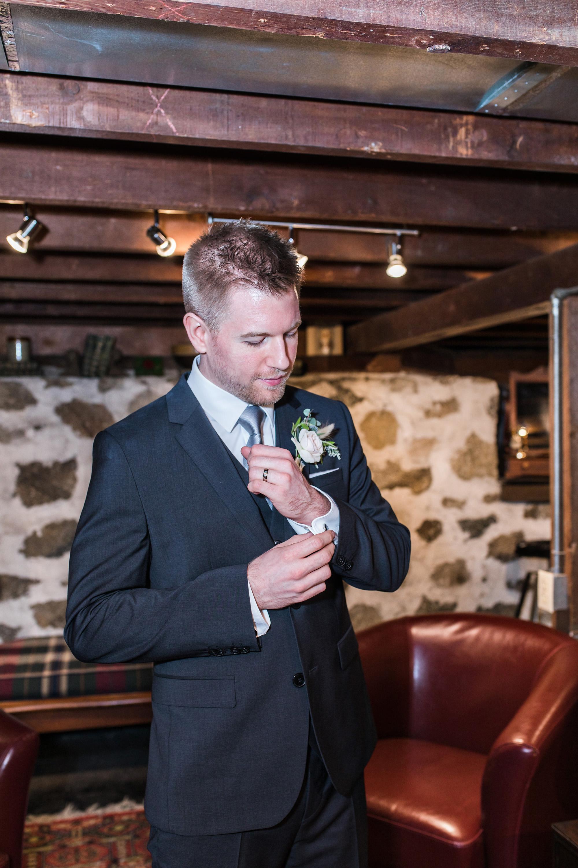 associate-photographer-christmas-house-wedding-carrie-vines-0015.jpg