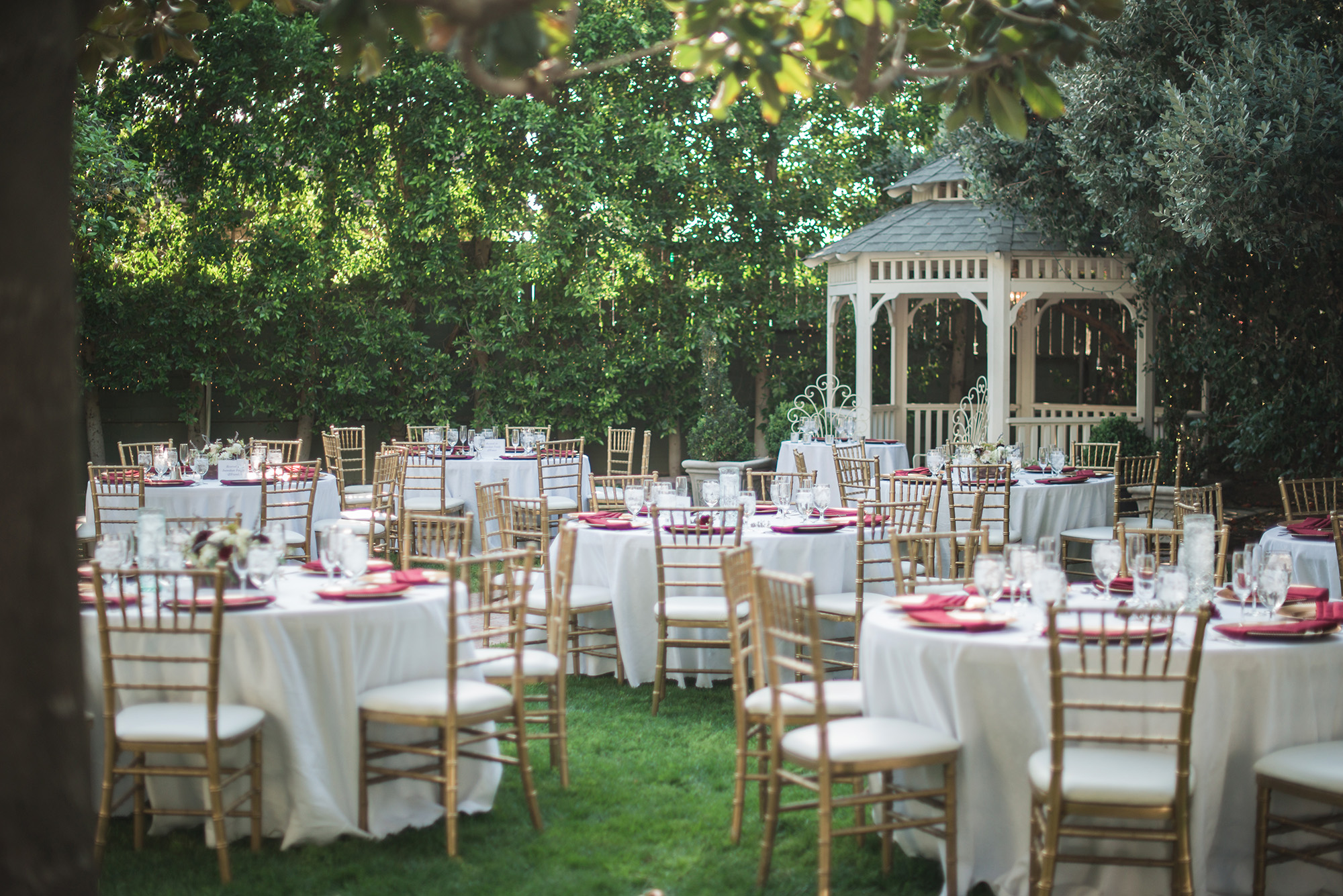 associate-photographer-christmas-house-wedding-carrie-vines-0024.jpg