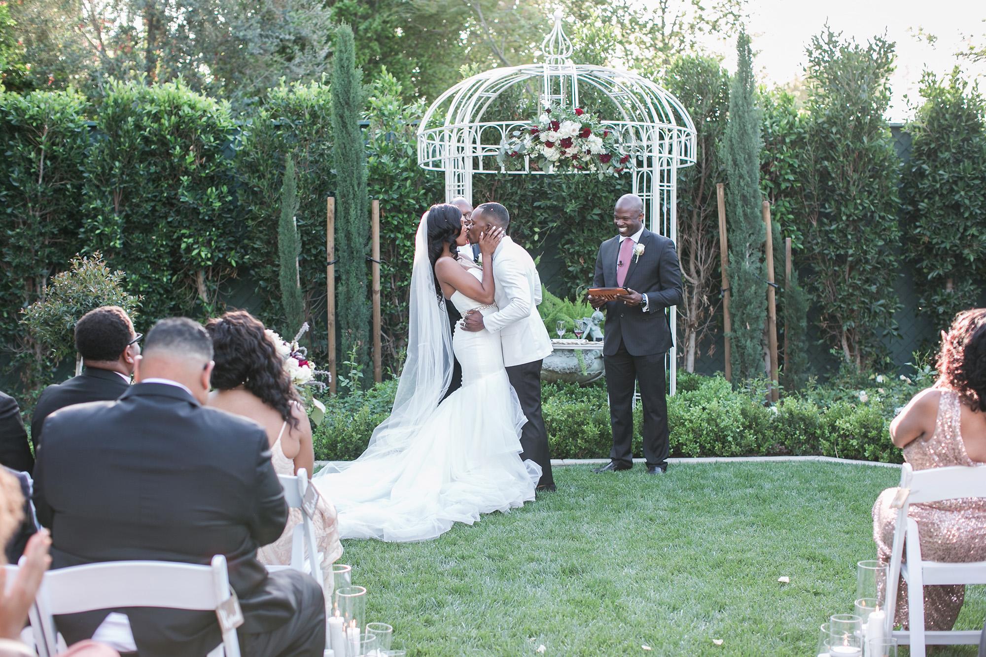 associate-photographer-christmas-house-wedding-carrie-vines-0094.jpg