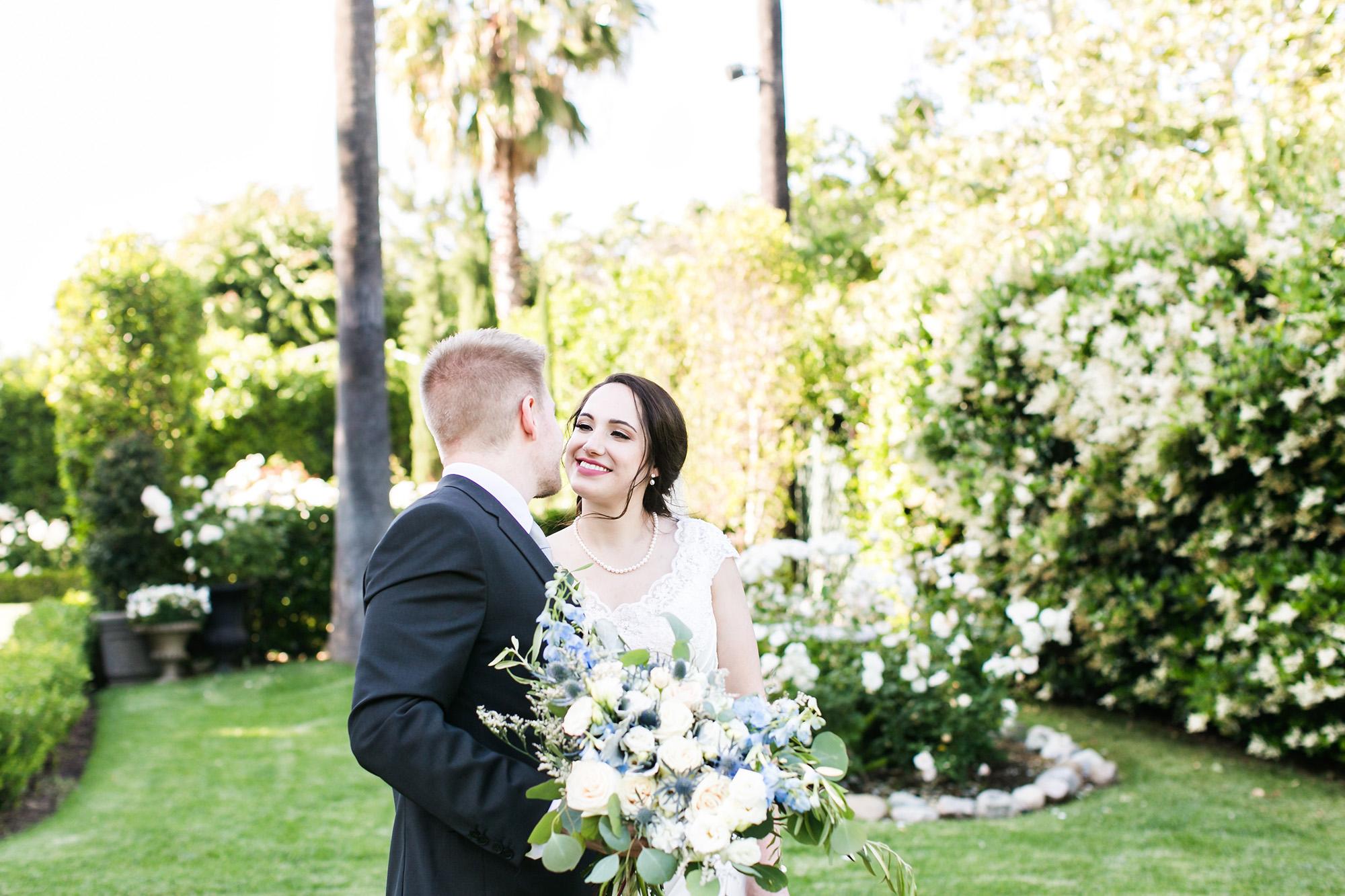 associate-photographer-christmas-house-wedding-carrie-vines-0102.jpg