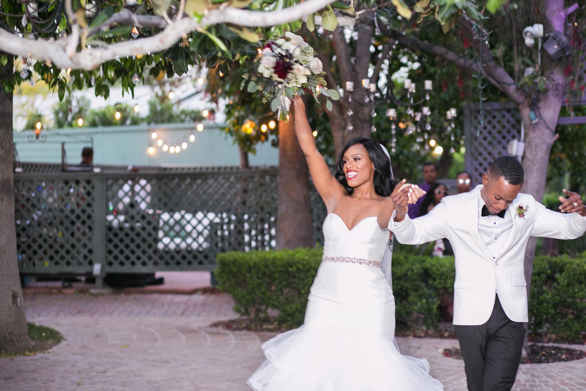 associate-photographer-christmas-house-wedding-carrie-vines-0120.jpg