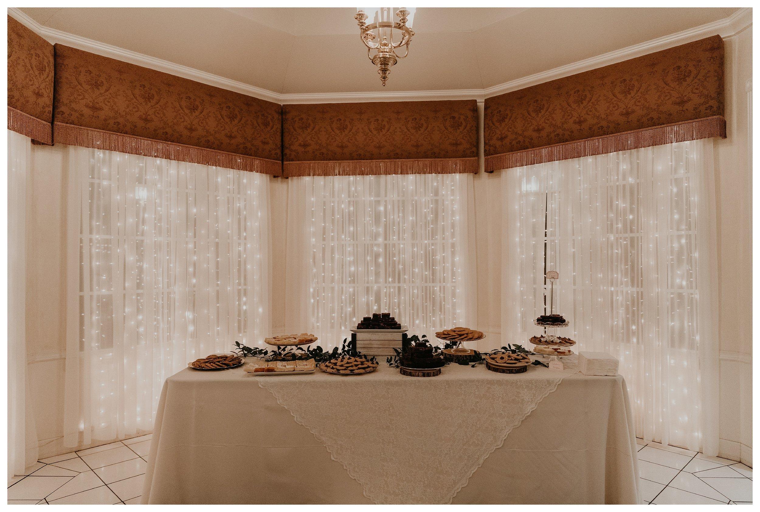 wright house wedding desert table