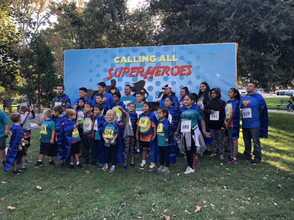 Kids and Adults pose for a group photo at the run