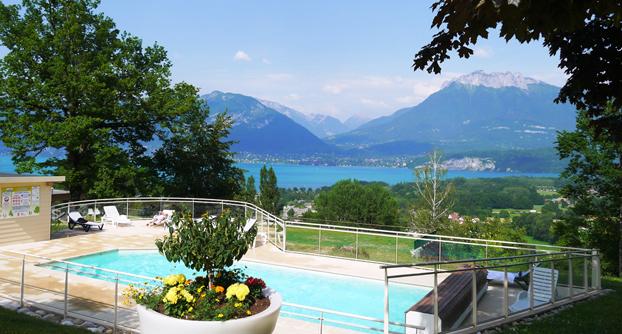 piscine-et-vue-lac-annecy.jpg