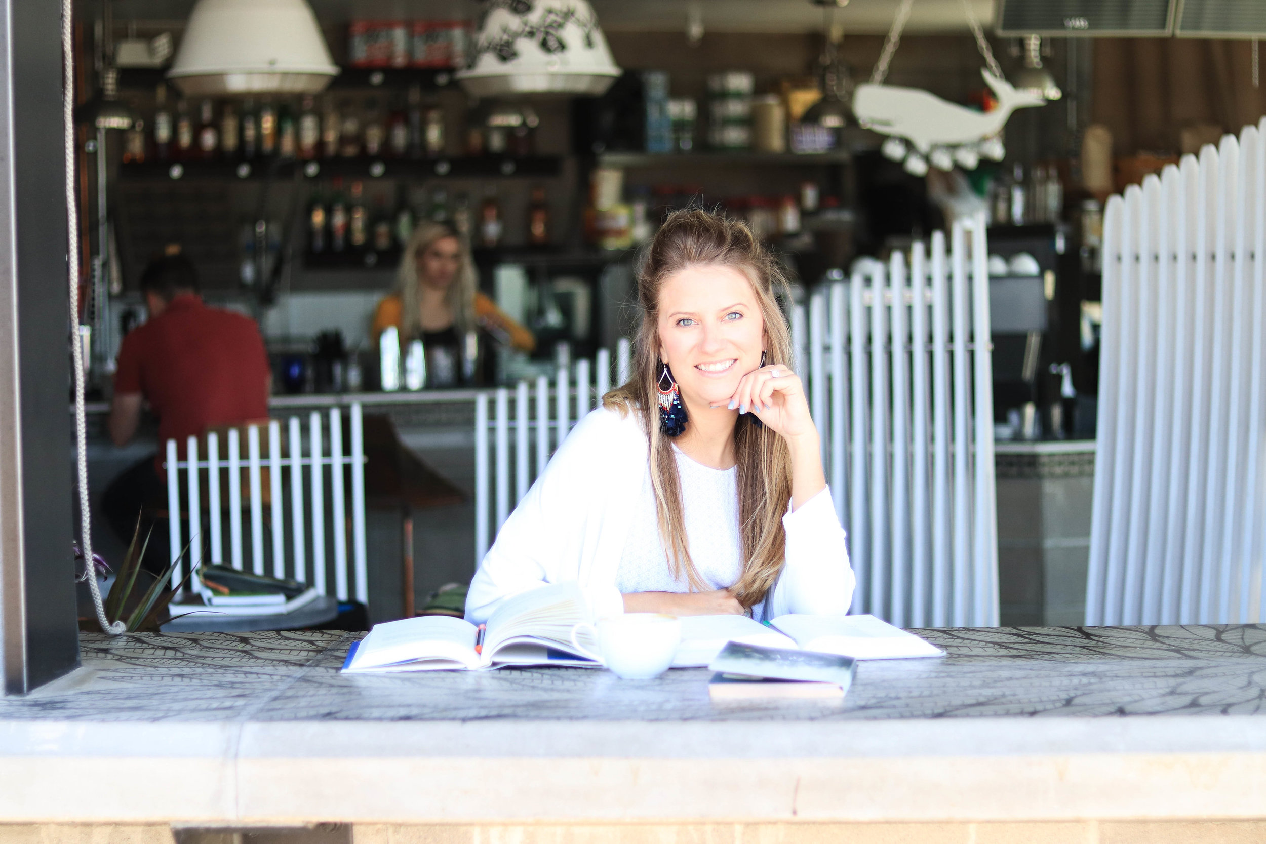 Hendo Co   Chelsea Henderson     Services provided:   brand research and discovery, logo design with custom lettering, color palette and typography, custom illustration, business card design, stationery design, copywriting, strategy sessions