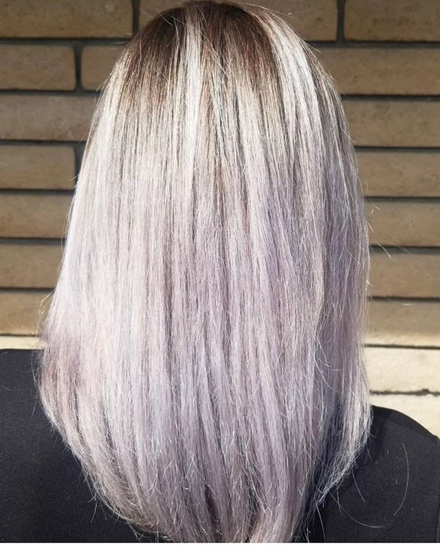 Love what just a simple toner can do 💛👀 _____________________ _________________ Stylist @jackie.garnica  #hairtoner #colorgoddess #avantgardedowney