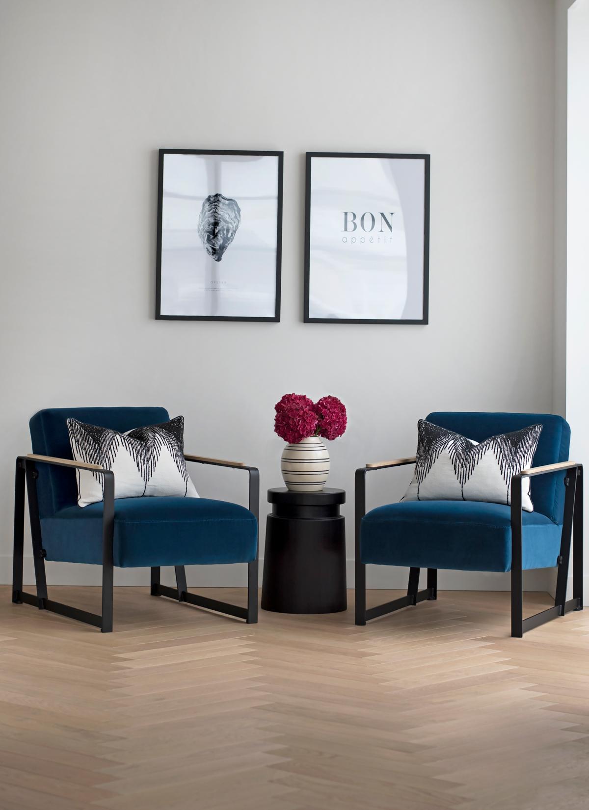DUPLEX-FLAT-IN-SOHO_velvet_armchairs.jpg