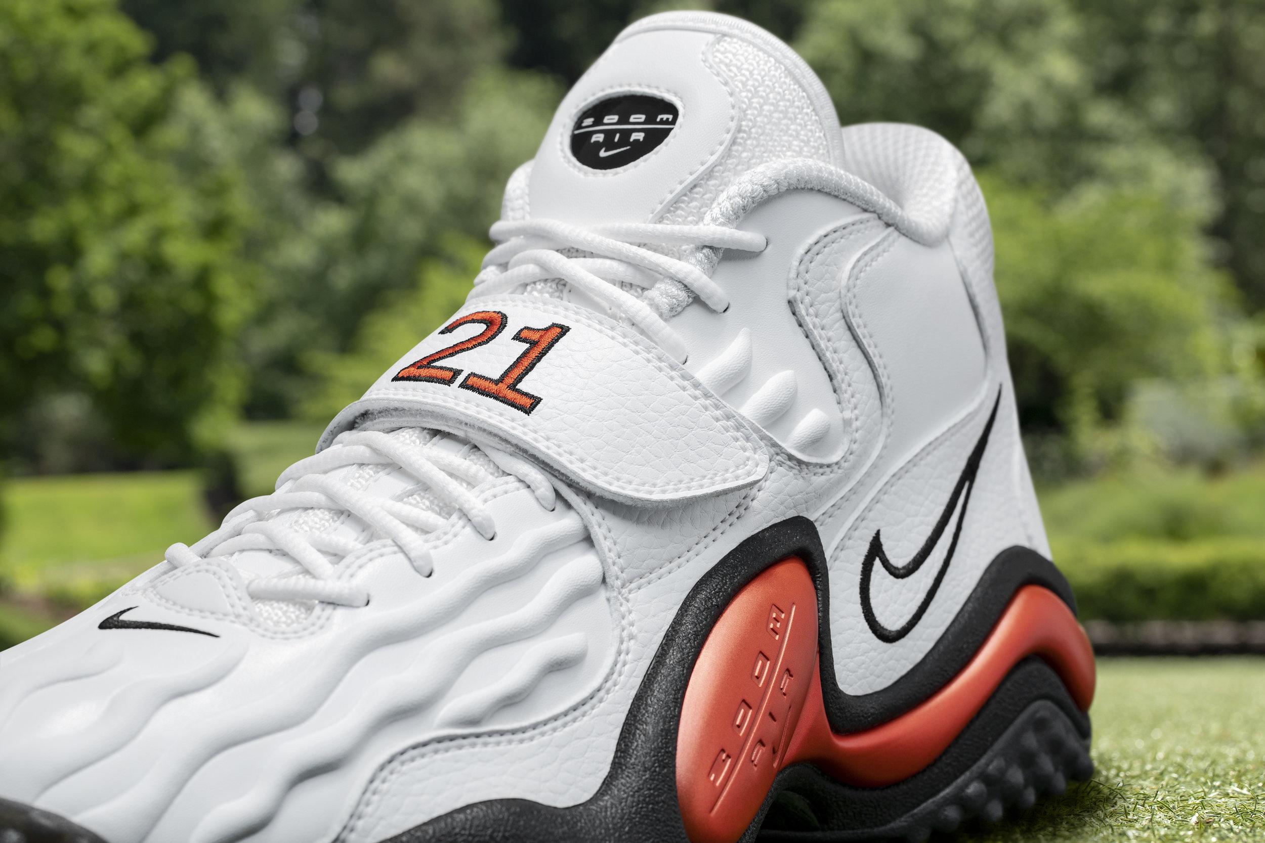 Nike_NFB_Energy_FW_Barry_Sanders_Detail_4.jpg