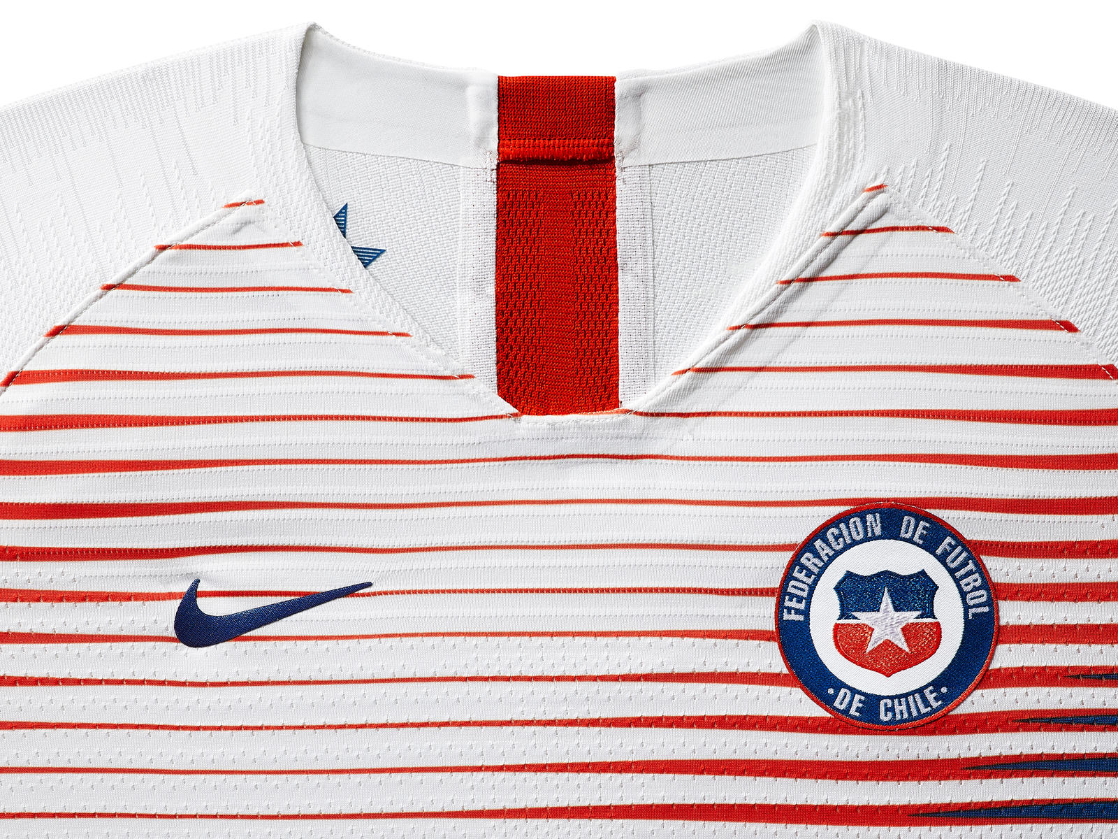 chile-national-team-kit-2019-laydown-1_85916.jpg