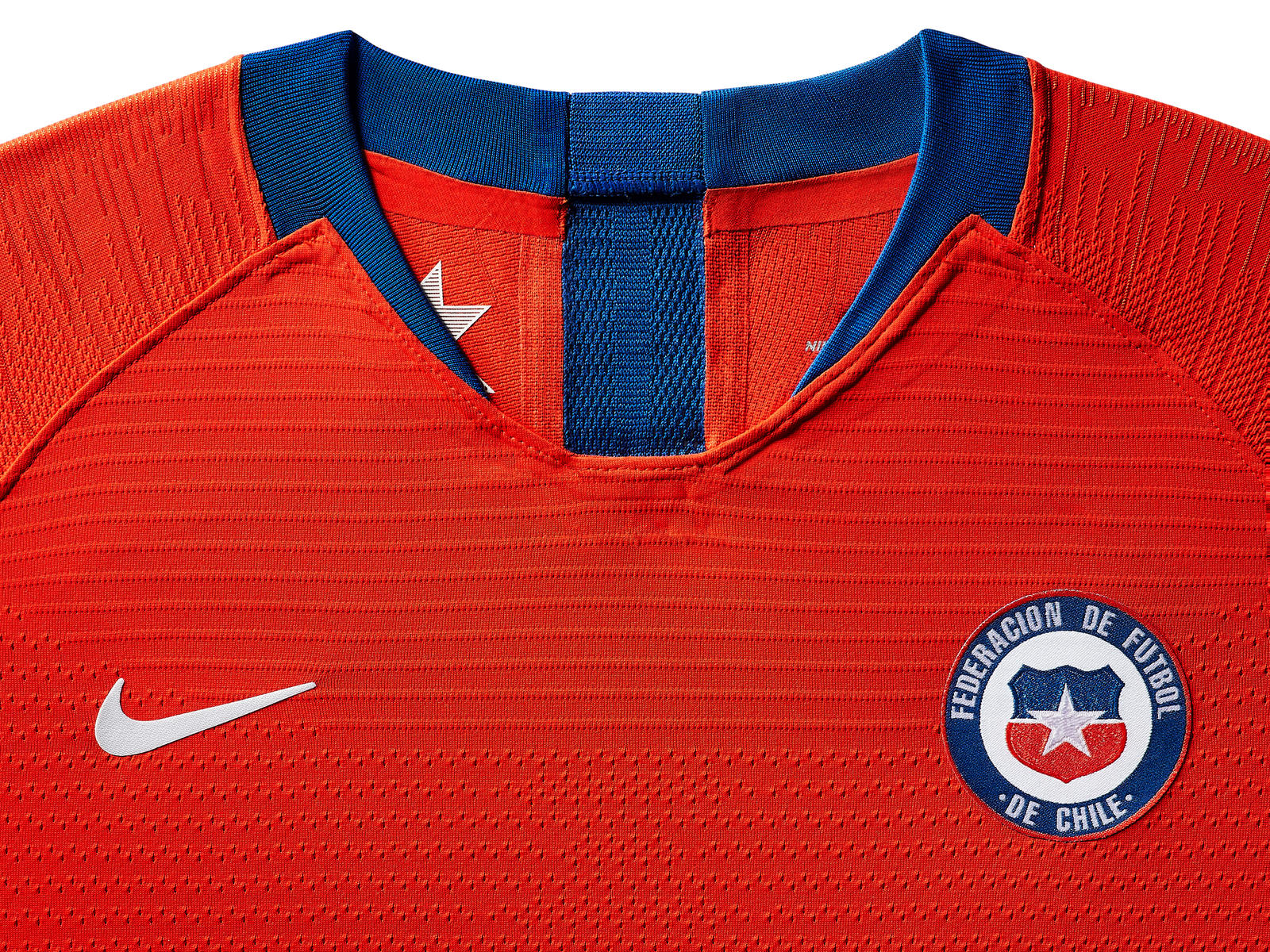 chile-national-team-kit-2019-laydown-3_85918.jpg