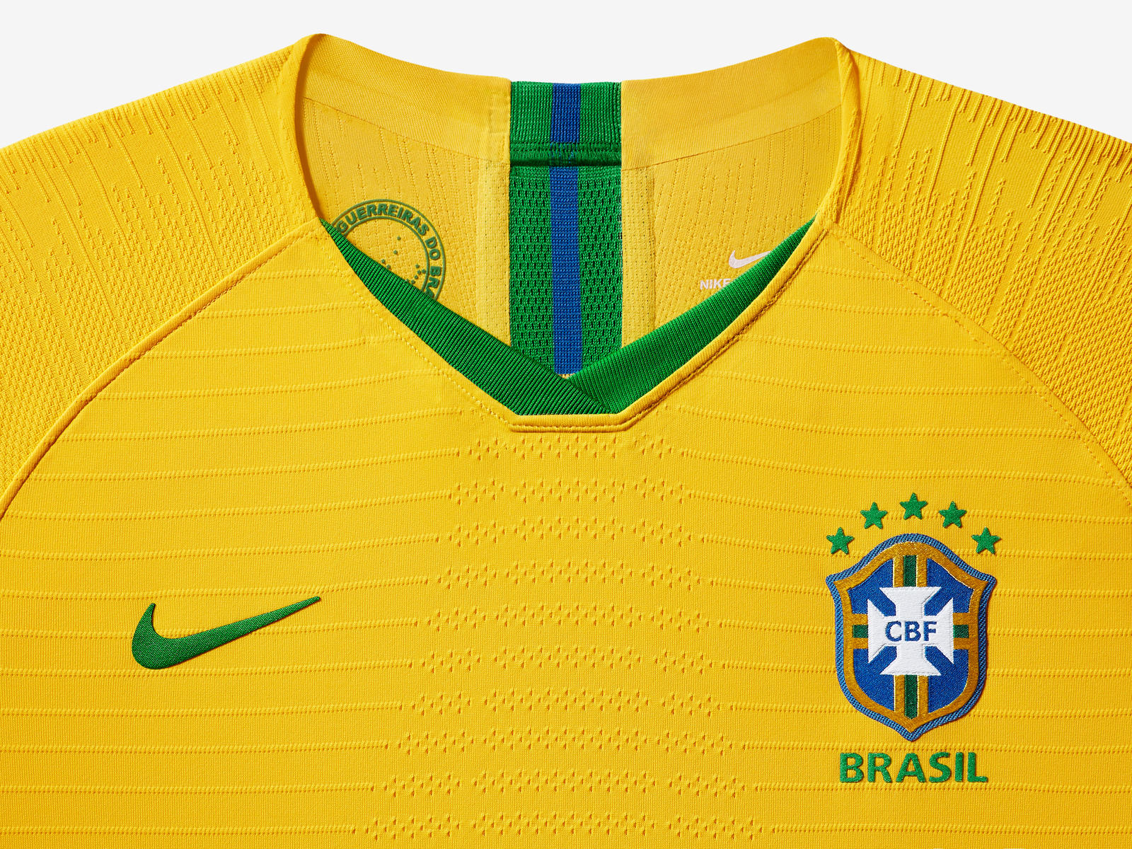 brasil-national-team-kit-2019-laydown-3_85910.jpg
