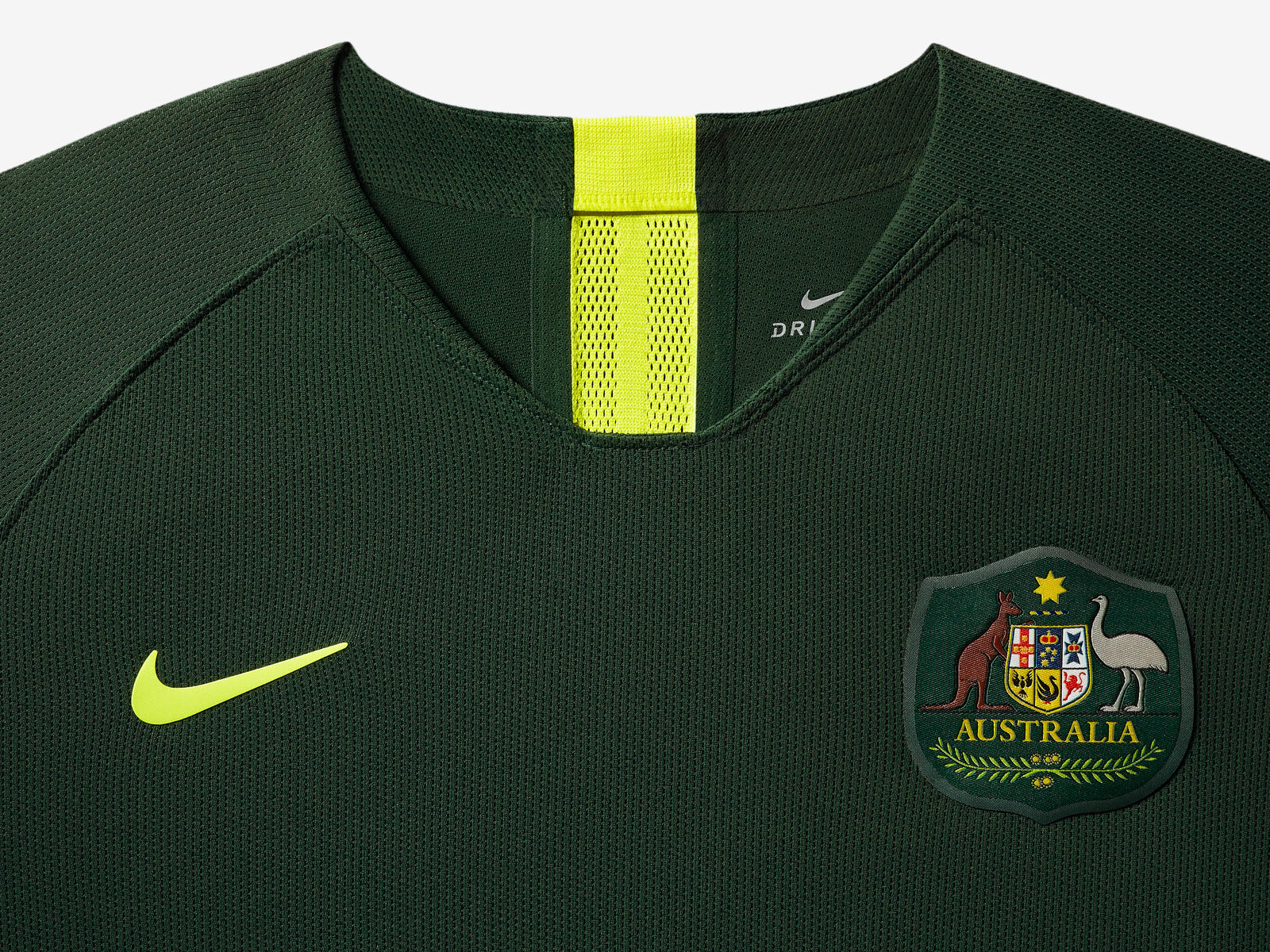 australia-national-team-kit-2019-laydown-1_85905.jpg