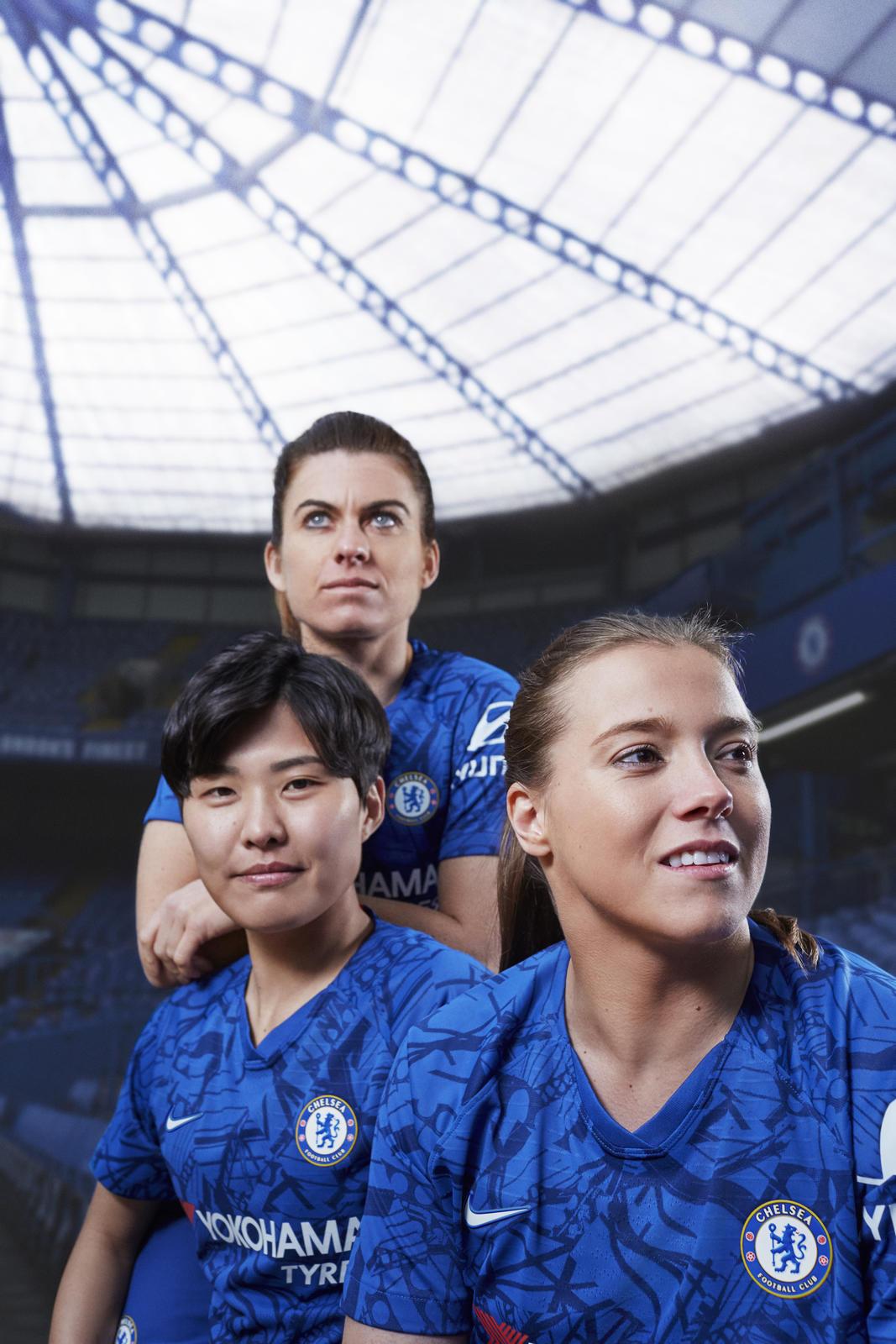 Nike_ChelseaFC_HomeKit_2019-20_2_native_1600.jpg