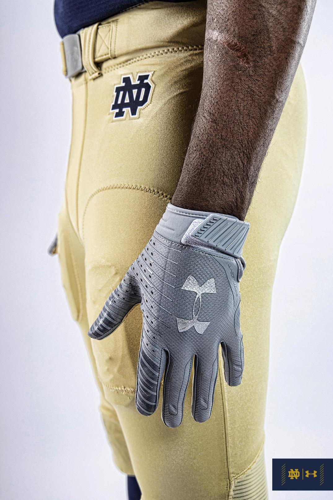 glove-detail-UA88_72DPI_v2.jpg