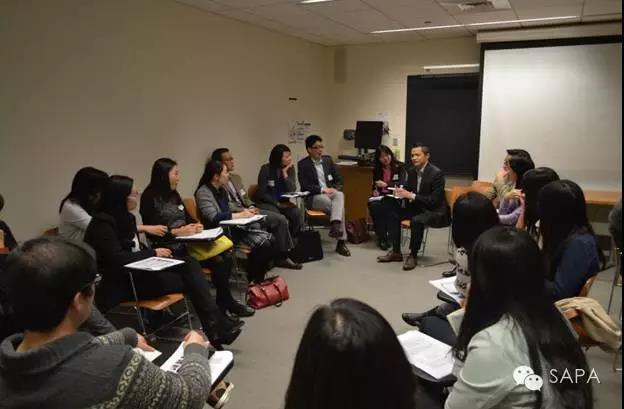 小组讨论中嘉宾解答疑问,现场气氛高涨 3