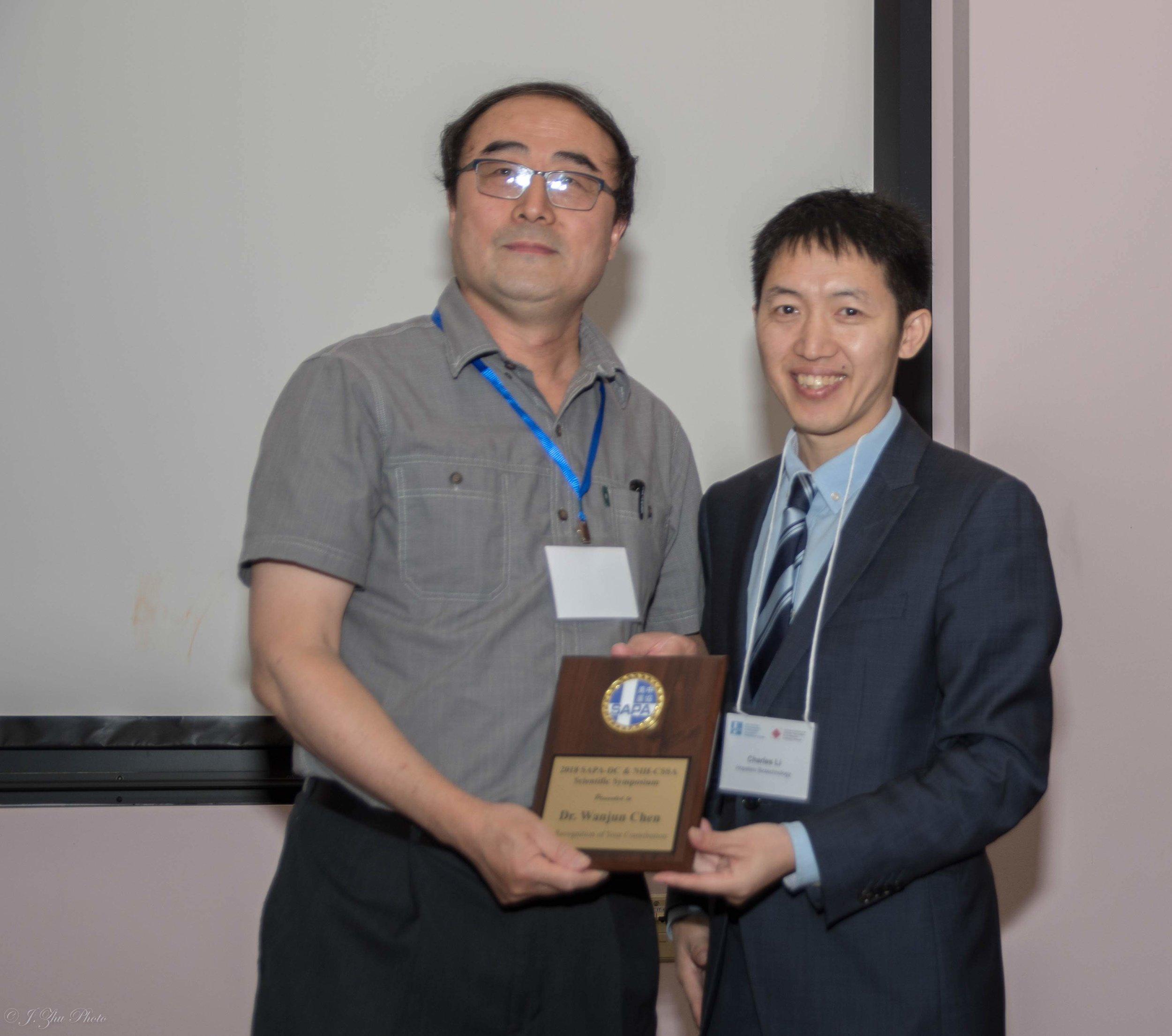 Wanjun Chen教授(左),主持人李长辉(右)