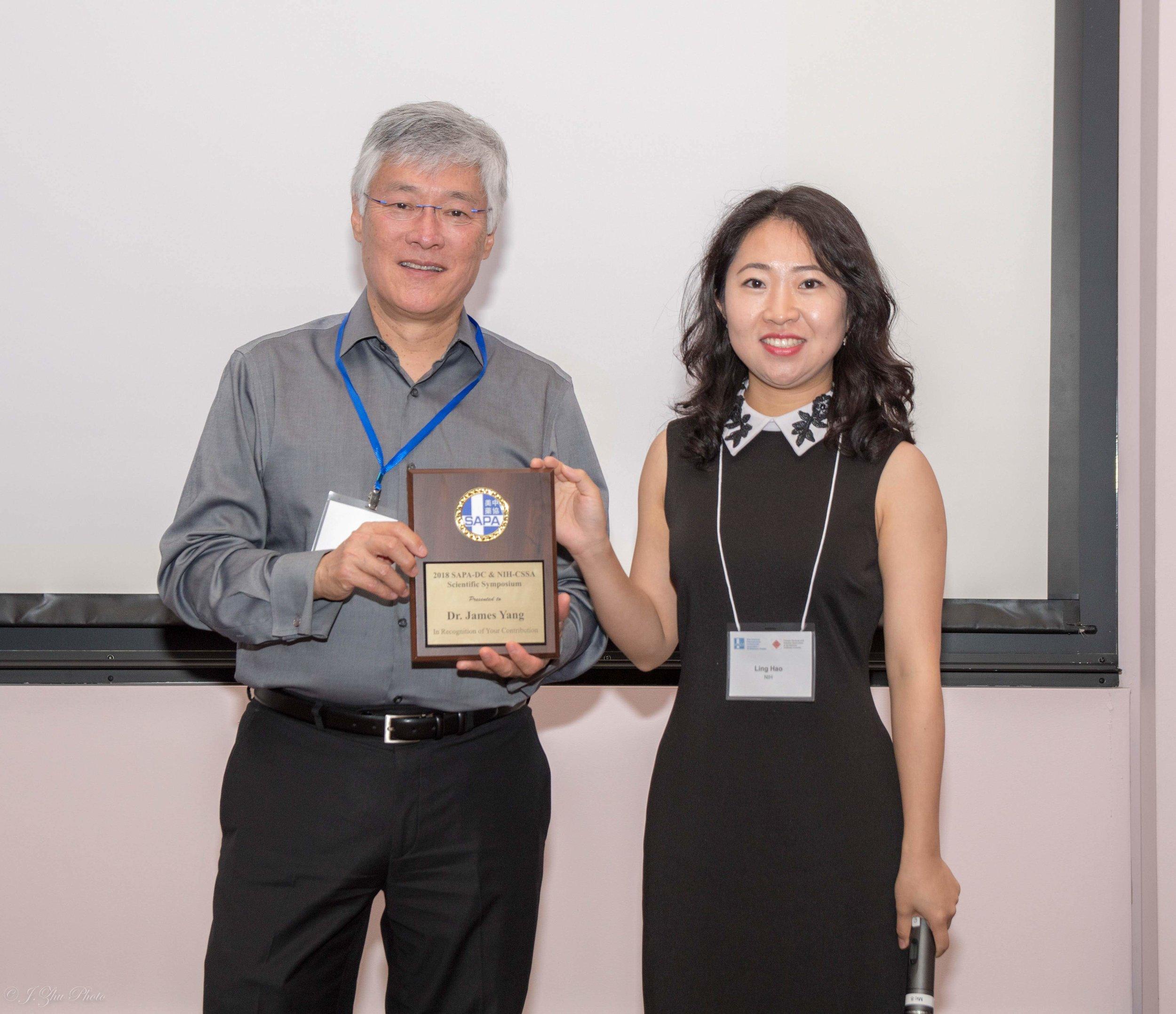 James Yang教授(左)