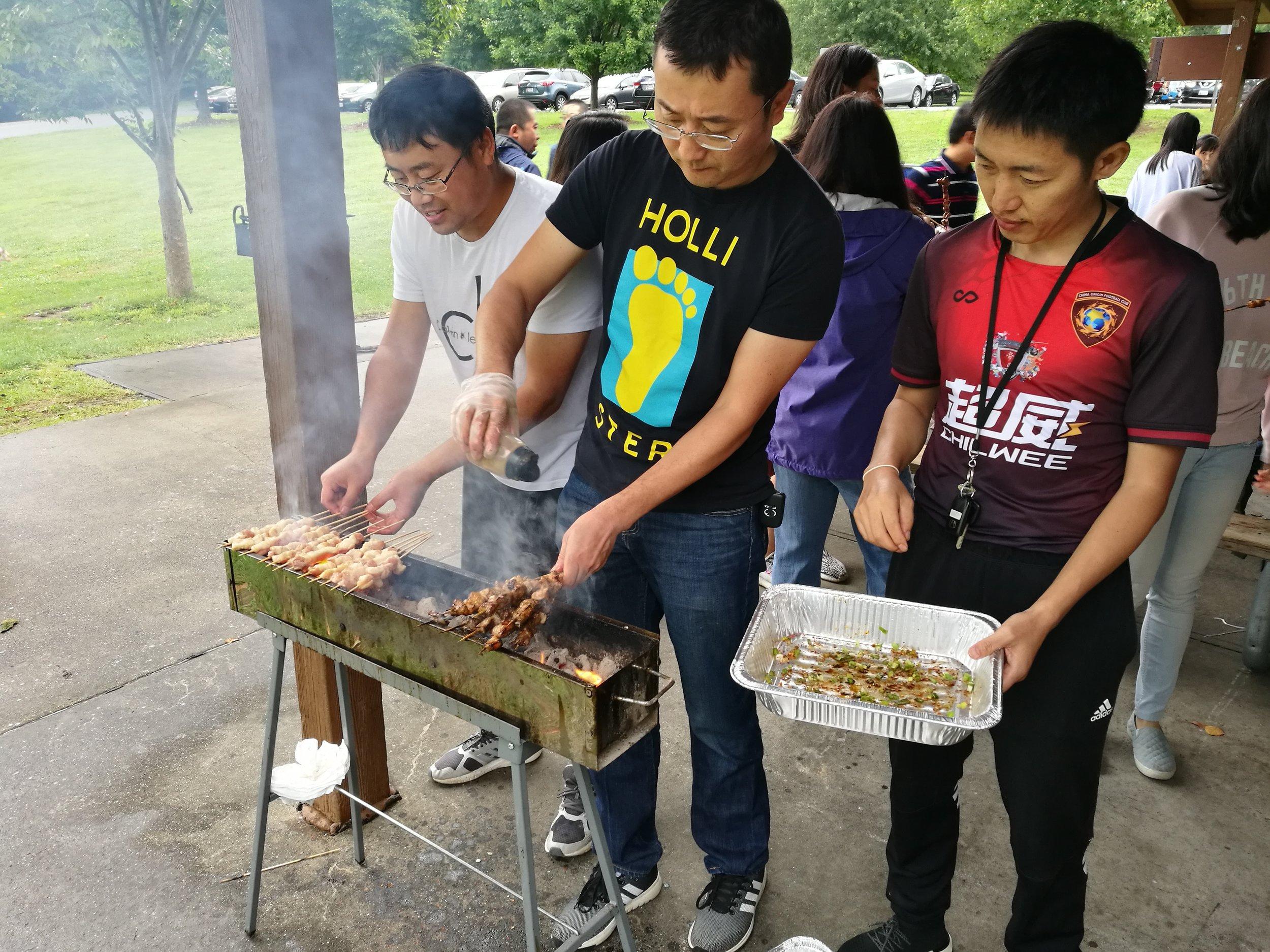 烤串小分队在精心烹调