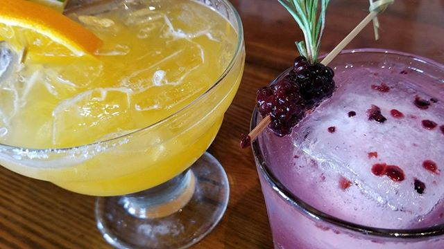 Our specialty cocktails and mocktails are a MUST try. Pictured here: 🍓 Berry-Mary Sunset Mocktail:  Muddled Black Berries, Rosemary, Sparkling Meyer Lemon, Honey reduction 🍊 Italian Margarita:  Blanco Tequila, Amaretto, Fresh Lime, Tangerine  Which are you ordering?