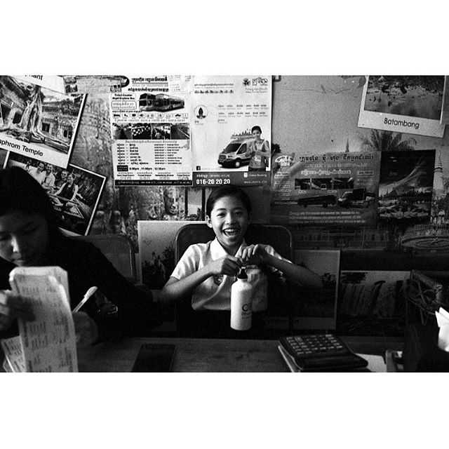 One of the most beautiful smiles I took in Cambodia.  Siem Reap, Cambodia. . . . . . #siemriep #cambodia #asia #themiddlegrey #andthelastwaves #deathb4digital #instarevelat #back2thebase #leicam2 #40cron #35mmfilm #filmphotography #filmsnotdead #filmphotographic #buyfilmnotmegapixels #ilford #ilfordhp5