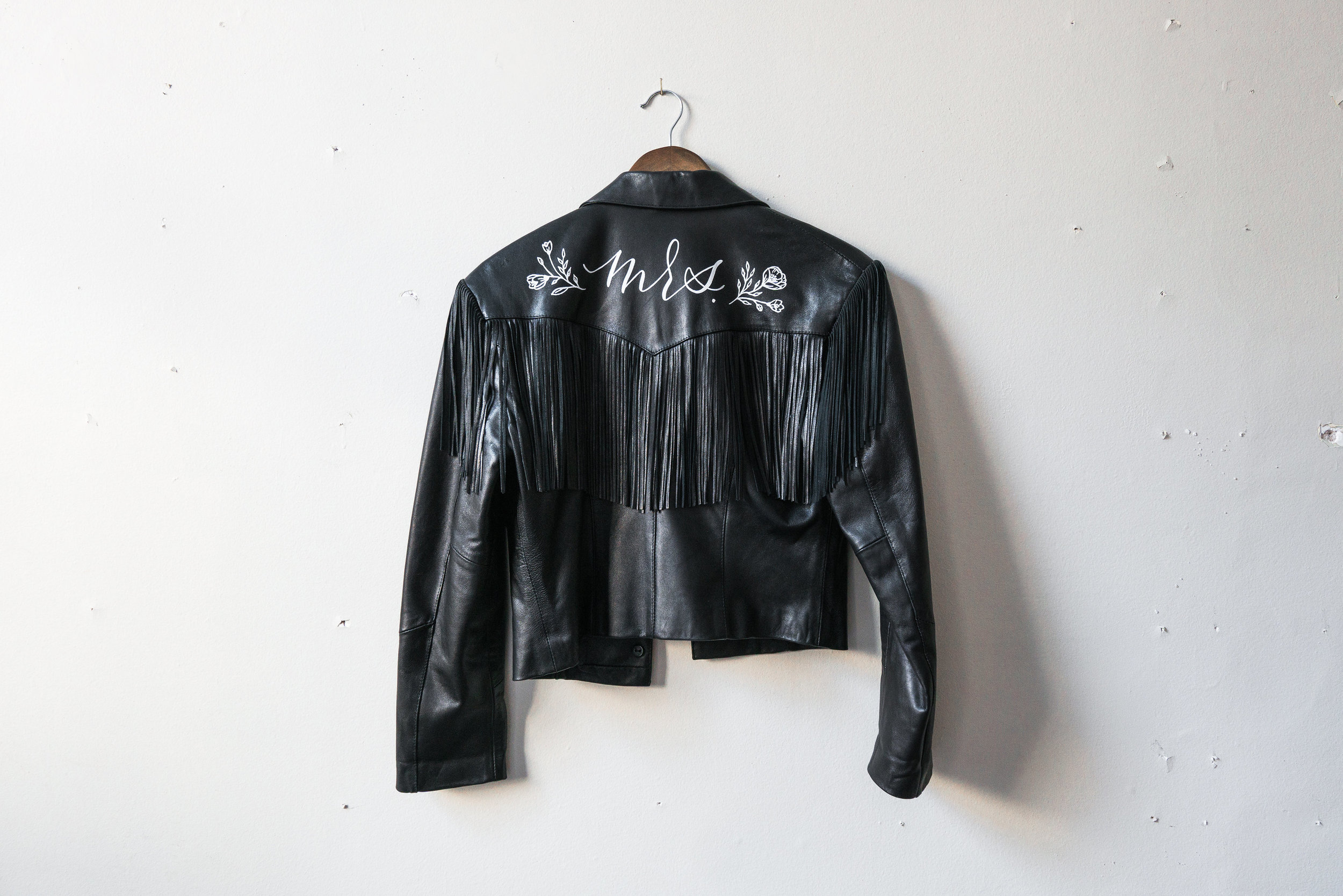 Vintage genuine leather with fringe | Size M