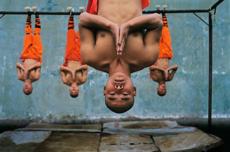 shaolin-monks-training-zhengzhou-china-2004.jpg