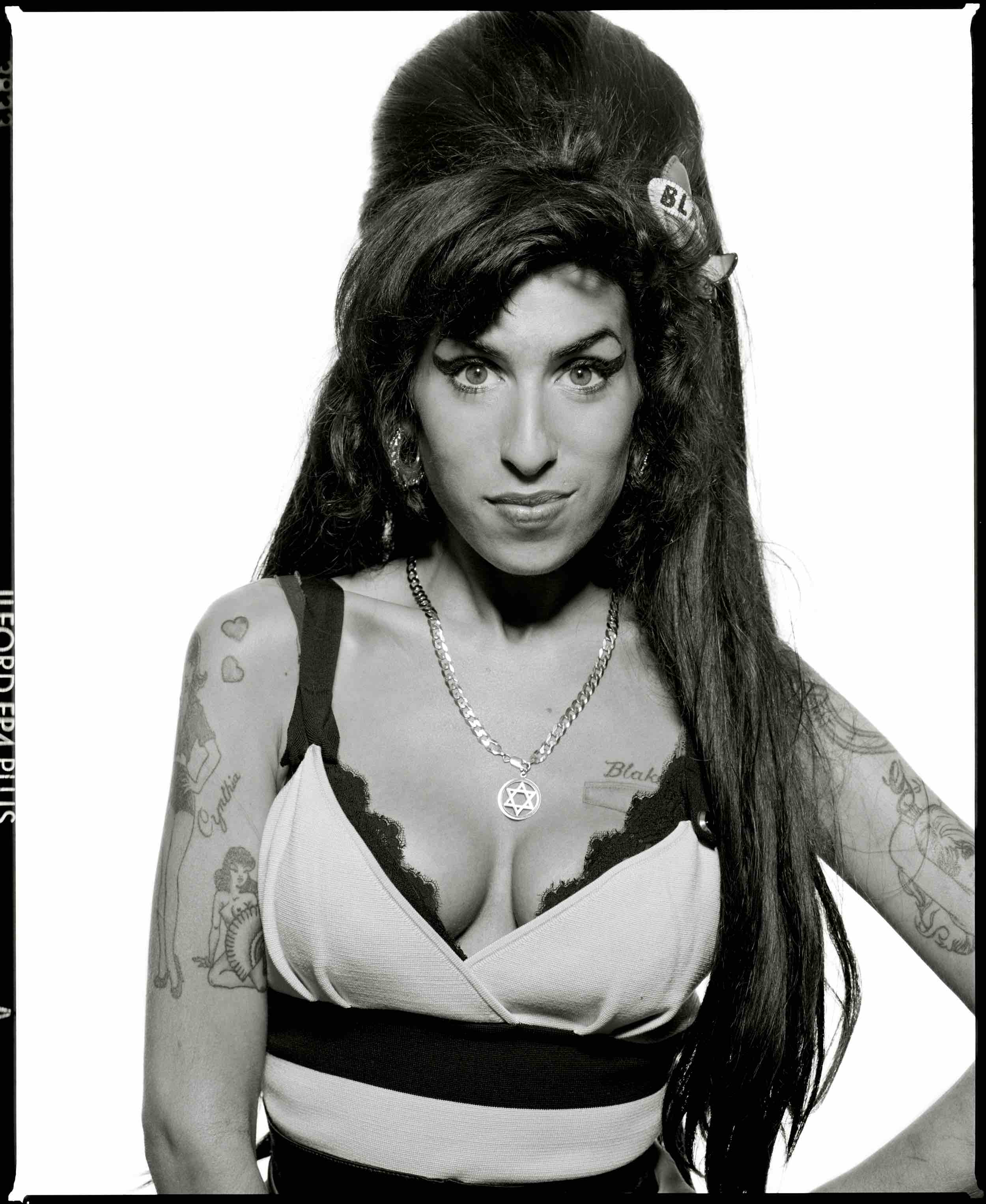 AMY WINEHOUSE   jzksdvhiufh