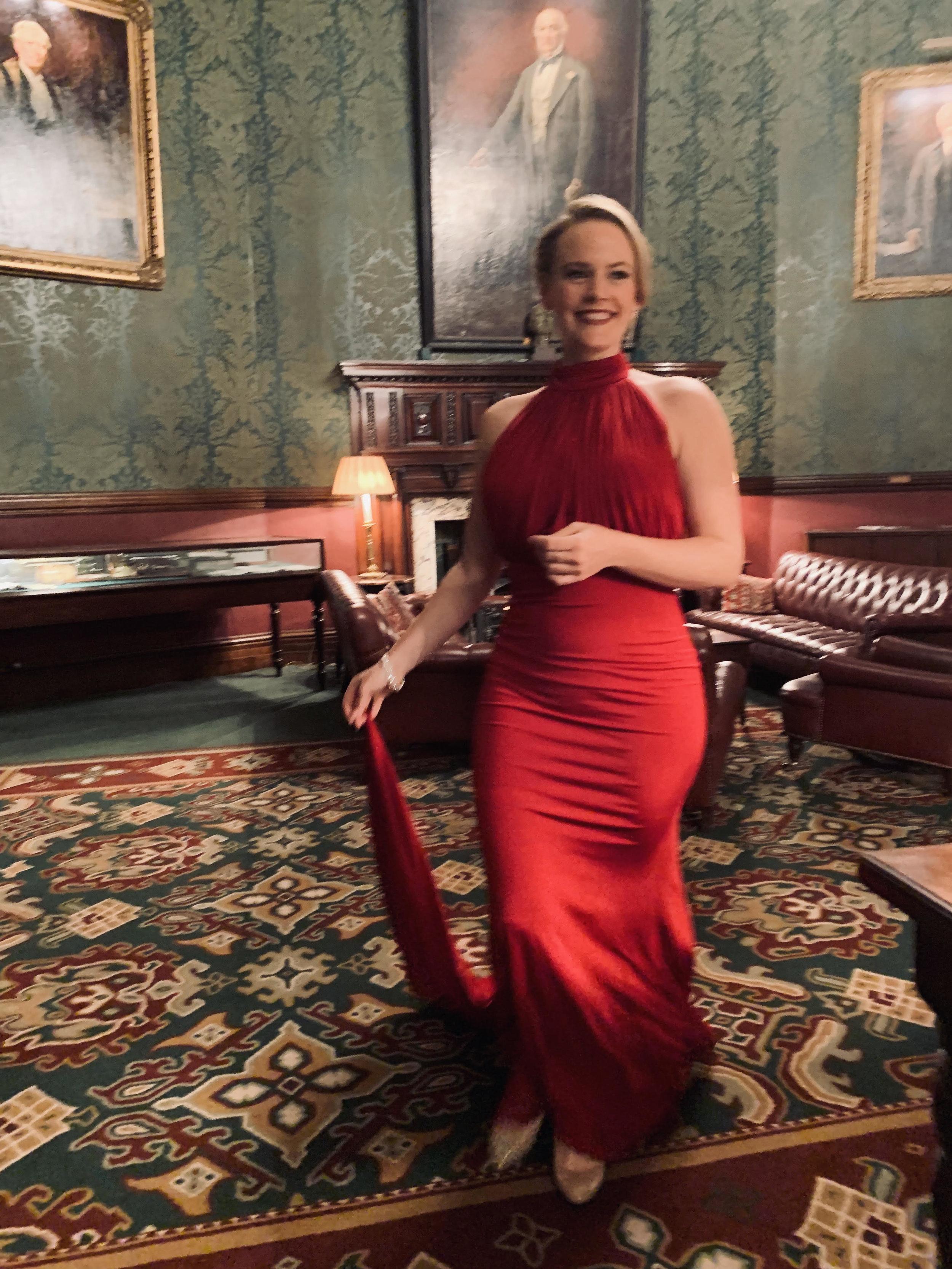 Lizzie Holmes, soprano.jpg