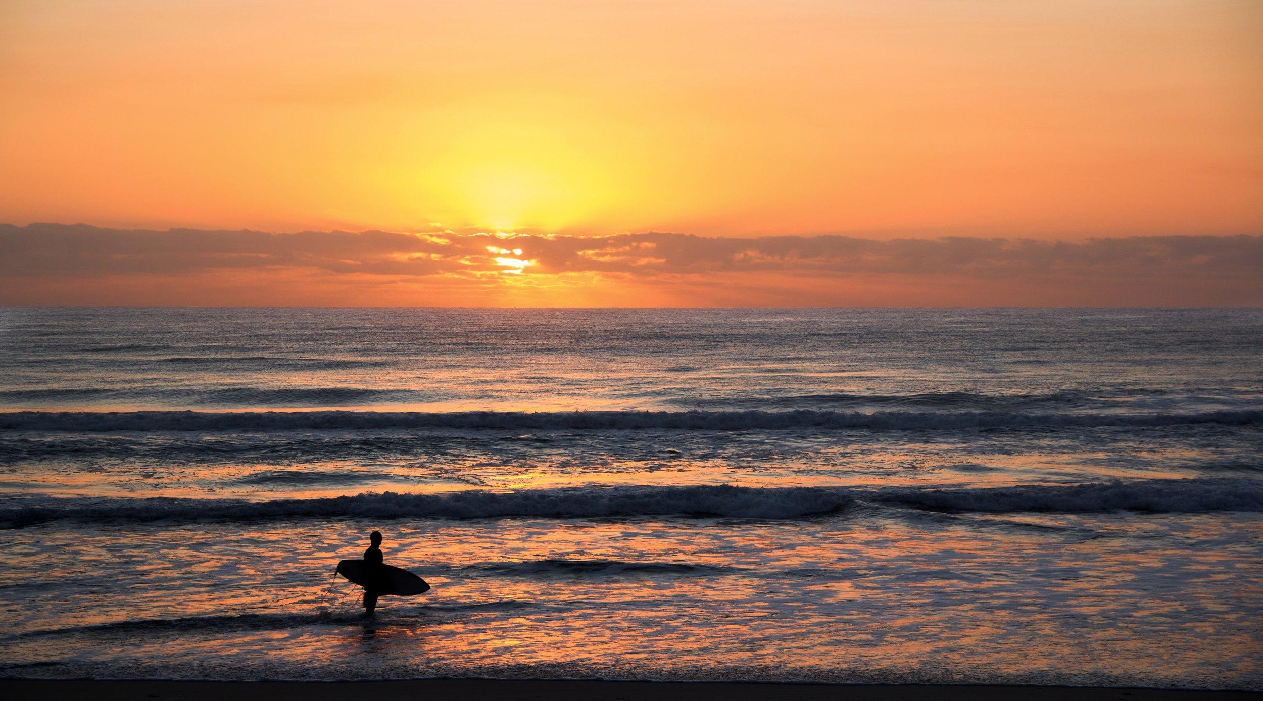 australia-backlit-beach-1089167.jpg