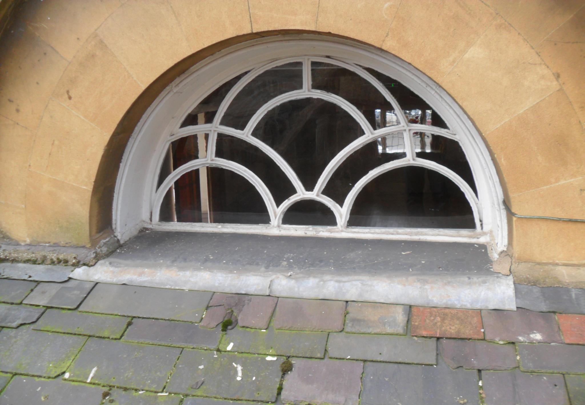 Oriel window with split lead flashing